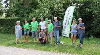 Die Ortsgruppe des BUND feierte 30 Jahre Bestehen. Norbert Litterst (Vorsitzender, Dritter von links) ist von Anfang an mit dabei.