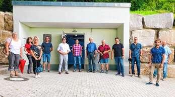 Gemeinderatsarbeit vor Ort: Besichtigung des neuen Trinkwasser-Hochbehälters am Besenstiel.