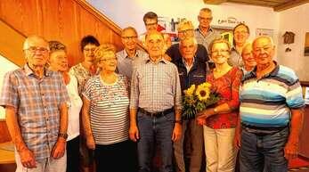 """""""Essen auf Rädern"""" Ottenhöfen und Seebach, vorderste Reihe von rechts: Hans Schmitt (10 Jahre), Gisela Schneider (verabschiedet), Hans Fischer (20 Jahre), Irmgard Sackmann (Leiterin der Gruppe)."""