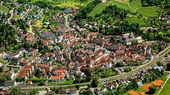 Wie lässt sich das Erscheinungsbild der Altstadt erhalten, aber auch Hauseigentümern technisch entgegenkommen? Darüber macht sich die Stadt Gedanken.