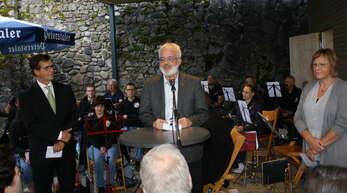 Die Pfarrer Reinhard Monninger (von links) und Helmut Steidel segneten den neu gestalteten Lindenplatz. Ursula Rockenstein sprach die Fürbitten.