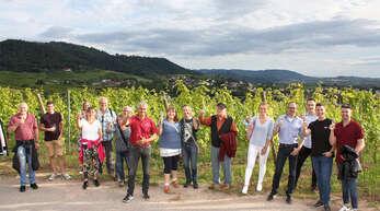 Zu einer Abendwanderung mit Weinprobe durch die Rammersweierer Reben mit den WG-Winzern und Verwaltungsmitgliedern Bernhard Näger und Richard Basler trafen sich in der vergangenen Woche 19 Weinliebhaber bei der Winzergenossenschaft Rammersweier.