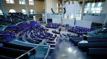 Ob große mittige Parteineugründungen wie schon in Frankreich oder Italien bald auch in Deutschland Abhilfe versprechen werden? Ein Blick in den Plenarsaal zu den Abgeordneten während einer Sitzung des Bundestags.