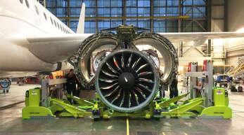 Die Technik aus Biberach ist perfekt für Reparatur und Wartung der hochkomplexen Triebwerke.