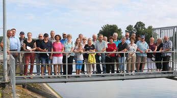 Auf Tour: So manch überraschenden Einblick bekamen die Leser bei ihrer Fahrt durch den Hafen, der von Redakteurin Anja Rolfes (Vierte von links) begleitet wurde.