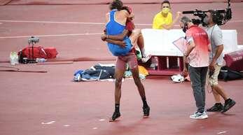 Ein olympischer Moment für jeden Rückblick: Essa Mutaz Barshim und Gianmarco Tamberi nach der Entscheidung zu Doppelgold.