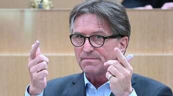 Sozialminister Manfred Lucha (Grüne) wagt einen bundespolitischen Alleingang.