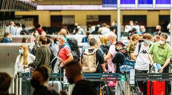 Gibt es eine Coronawarnung, brechen viele Reisende ihre Urlaubspläne ab.