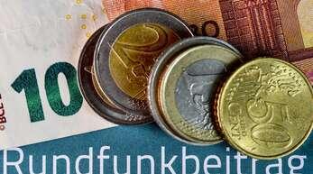 Pro Haushalt kostet der Rundfunkbeitrag jetzt 18,36 Euro im Monat.