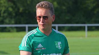Hat derzeit gut lachen: Trainer Helmut Kröll ist mit dem FV Schutterwald seit mittlerweile sechs Spielen ungeschlagen und als Tabellenvierter in Lauerstellung.