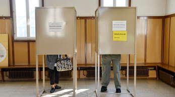 Am 26. September wird der Bundestag neu gewählt. Dieses Archivfoto zeigt Wähler 2017 bei der Stimmabgabe in der Linxer Ortsverwaltung.