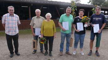 Vorsitzender Manfred Grampp (links) dankte Heide und Werner Baas, Heidi-Adelheid und Volker Gerber sowie Serge Kientzel für 10 Jahre Mitgliedschaft im VdK-Ortsverband Legelshurst.