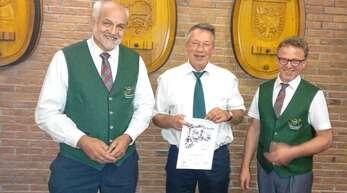 Ehrung: Bläserobmann Gerd Münchenbach (von links), Marcus Merz und Martin Hetzel.
