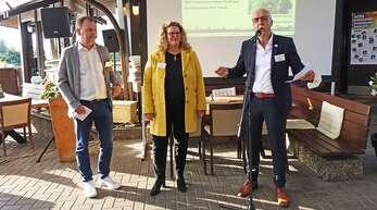 Höhepunkte, Meilensteine und Herausforderungen in 20 Jahren Wirtschaftsförderung ließen (v.l.) Kehls ehemaliger Wirtschaftsförderer Marc Funk, seine Nachfolgerin Fiona Härtel und OB Toni Vetrano in einer Feierstunde Revue passieren.