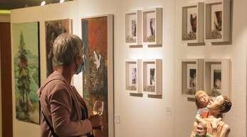 Werke von rund einem Dutzend Hofkultur-Künstlern sind noch bis Ende diesen Jahres im Schutterwälder Rathaus ausgestellt.