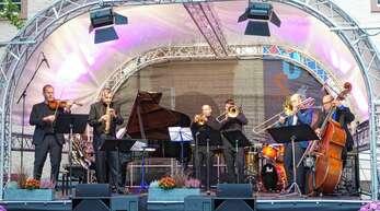 """Beim beeindruckenden Stück """"Shourouk"""" standen Daniel Schnyder (Zweiter von links) und seine musikalischen Freunde komplett vereint auf der Bühne."""