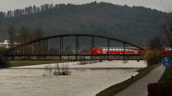 Sinnbild für fehlende Investitionen: Die Eisenbahnbrücke über die Kinzig in Offenburg.