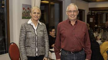 Ihnen ist das Brauchtum wichtig: Bürgermeisterin Helga Wössner und der Vorsitzende des Trachtenvereins Mühlenbach Wilhelm Heizmann