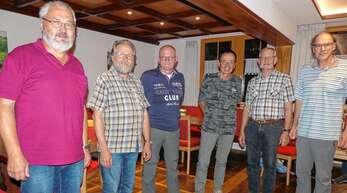Vorsitzender Rolf Schütt (von links) mit den Jubilaren Herbert Mattes aus Dunningen, Harry Marsmann aus den Niederlanden, Franz Hahn aus Hofweier, Fritz Wöhrle aus Tennenbronn und Joachim Hörth aus Bühl.