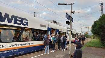 Seit vergangener Woche, mit der Wiederaufnahme der Sanierungsarbeiten auf der Schwarzwaldbahn, kommt es im morgendlichen Schülerverkehr ab Biberach häufig zu vollen SWEG-Zügen.
