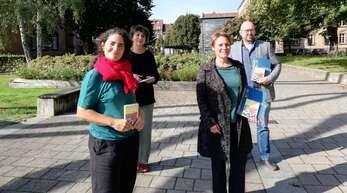 Céline Coriat (Maillon, v.l.), Veronika Pögel (Erwachsenenbildung Kunstschule), Maillon-Intendantin Barbara Engelhardt und Michael Witte, Leiter der Kunstschule, stellen das Programm des Kulturbusses vor.
