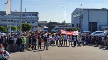 Mehr als 400 Beschäftigte des Bürstner-Werks in Kehl haben nach Gewerkschafsangaben am Donnerstag ihre Arbeit vorzeitig niedergelegt.