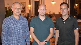 Bei der Hauptversammlung der Leutesheimer Fußballer verabschiedete Vereinsboss Jürgen Hummel Stefan Heitz. Dessen Nachfolger auf dem Posten des Spielleiters ist Steffen Blum (von links).