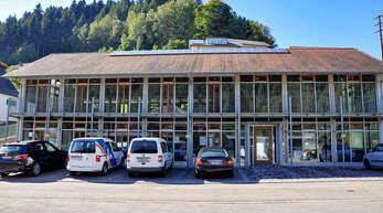 Im Haus der Pfarrgemeinde in der Friedensstraße ist die Bücherei untergebracht, und die Räume werden von verschiedenen Gruppen genutzt.