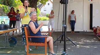 Im Rahmen einer kleinen Feier wurde die langjährige Rektorin der Grundschule Auenheim, Monika Ziegler, offiziell verabschiedet.