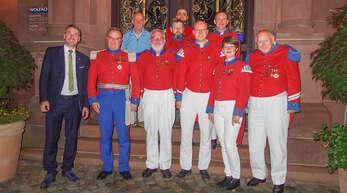 Bürgermeister Thomas Geppert (von links) und Kommandant Tim Waldenmeyer beförderten und ehrten Otto Schmid, Hermann Bächle, Björn Tibaldi, Jonas Waldenmeyer, Andreas Herzog, Thomas Gudelius, Meike Schmidt und Harald Paulmann.