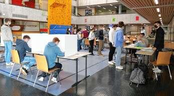 328 Robert-Gerwig-Gymnasiasten haben am Donnerstag bereits gewählt.Ihre Stimmen zählen nicht, sorgen aber für Überraschungen.
