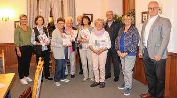 Für ihre 40-jährige Mitgliedschaft im Kneippverein Ottenhöfen-Seebach dankte Vorsitzende Gerda Kimmig Jubilaren. Mit im Bild sind Ottenhöfens Bürgermeister Hans-Jürgen Decker (links) und Elke Lamm als Vertreterin von Seebach (links).