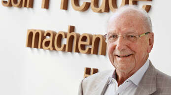 Hans Weber wird heute, Dienstag, 85 Jahre alt. Weiterhin trifft man den Gründer des Fertighausbaus Weber Haus jeden Tag im Firmensitz in Linx an.