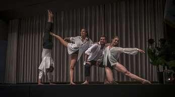 Moderner Tanz – von links nach rechts: Felix Mußler, Lina Buchholz, Pascal Grieshaber, Franka Burgmaier.