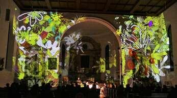 Zauberhafte Anblicke bot das Klangkunstwerk im Altarraum der katholischen Kirche in Oppenau.