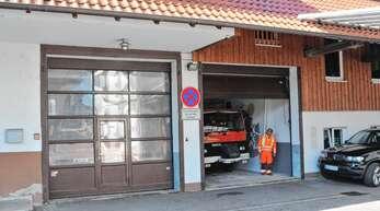 Ein Bild aus vergangenen Tagen: Das Nesselrieder Feuerwehrhaus vor seinem Umbau.