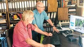Sören Fuß (rechts) lobte die Arbeit von Horst Koller für die neue Internetpräsenz der Gedenkstätte Vulkan.