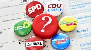 Experten rechnen nach der Bundestagswahl dieses Jahr mit einem Dreier-Bündnis. Doch wer regiert am Ende mit wem? (Symbolbild)