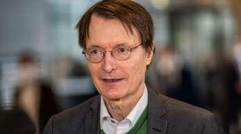 Karl Lauterbach (SPD) hält die geplanten Neuregelungen der Corona-Quarantäne für lebensfern. (Archivbild)