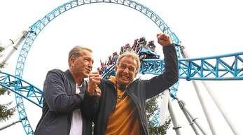 Andreas Köpke (links) und Jürgen Klinsmann schnitten beim Achterbahn-Quiz gut ab. Die Freude darüber ist besonders dem ehemaligen Bundestrainer anzusehen.