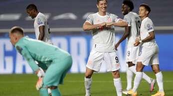 So jubelte Robert Lewandowski vom FC Bayern zuletzt im August 2020 gegen den FC Barcelona – und der Torhüter Marc André te Stegen (links) hatte das Nachsehen. Jetzt geht es in der Champions League wieder gegeneinander.