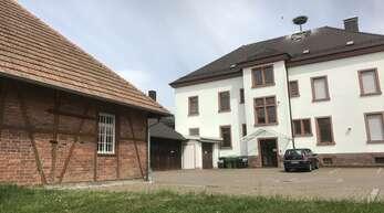 Für rund 365000 Euro soll im kommenden Jahr nach dem Willen des Ortschaftsrates das Urloffener Rathausareal umgestaltet werden. Archivfoto: Steffi Rohn