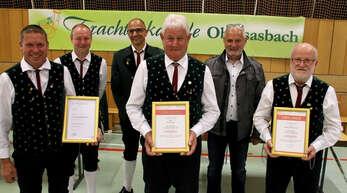 Zweimal 60 und einmal 40 Jahre Treue wurden bi der Trachtenapelle Obersasbach geehrt (von links): Frank Guggenbühler, Vorsitzender Franz Baumann, Dirigent Thomas Roth, Karl Lang, Helmut Krampfert und Gerhard Schmälzle.