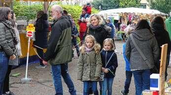 Zahlreiche Besucher erkundeten am Sonntag das vielfältige Angebot der rund 50 Honauer Messdi-Händler.
