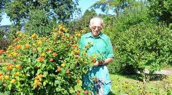 Für Bruder Konrad gibt es jede Menge zu tun im großen Garten des Kapuzinerklosters Zell.