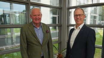 """Die Firma Printus spendet für die """"Tour der Hoffnung"""":Joachim Schraeder (links, Tour der Hoffnung) und Printus-Personalleiter Ralf Dieterich."""