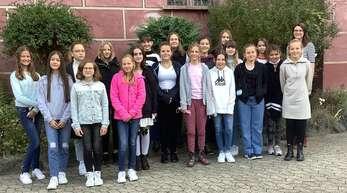 Die Klasse 7b der Klosterschulen mit Deutschlehrerin Sarah Kupper (hinten rechts) deckte uns mit Leserbriefen ein.