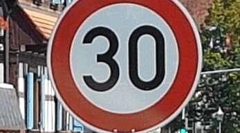 Vor allem junge Eltern fordern die Verlängerung der Tempo-30-Zone bis zur Nesselrieder Straße.