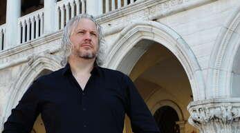 Ralf H. Dorweiler ist Autor mehrerer historischer Romane.