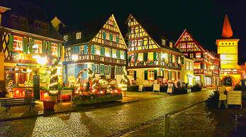 Die Gengenbacher Altstadt ist ein besonderes Schmuckstück, nicht nur, wenn sie nachtsbeleuchtet ist. Gleichwohl herrscht hoher Sanierungsbedarf, etwa für den Obertorturm (rechts). Die Stadt stellt jetzt Zuschussanträge.